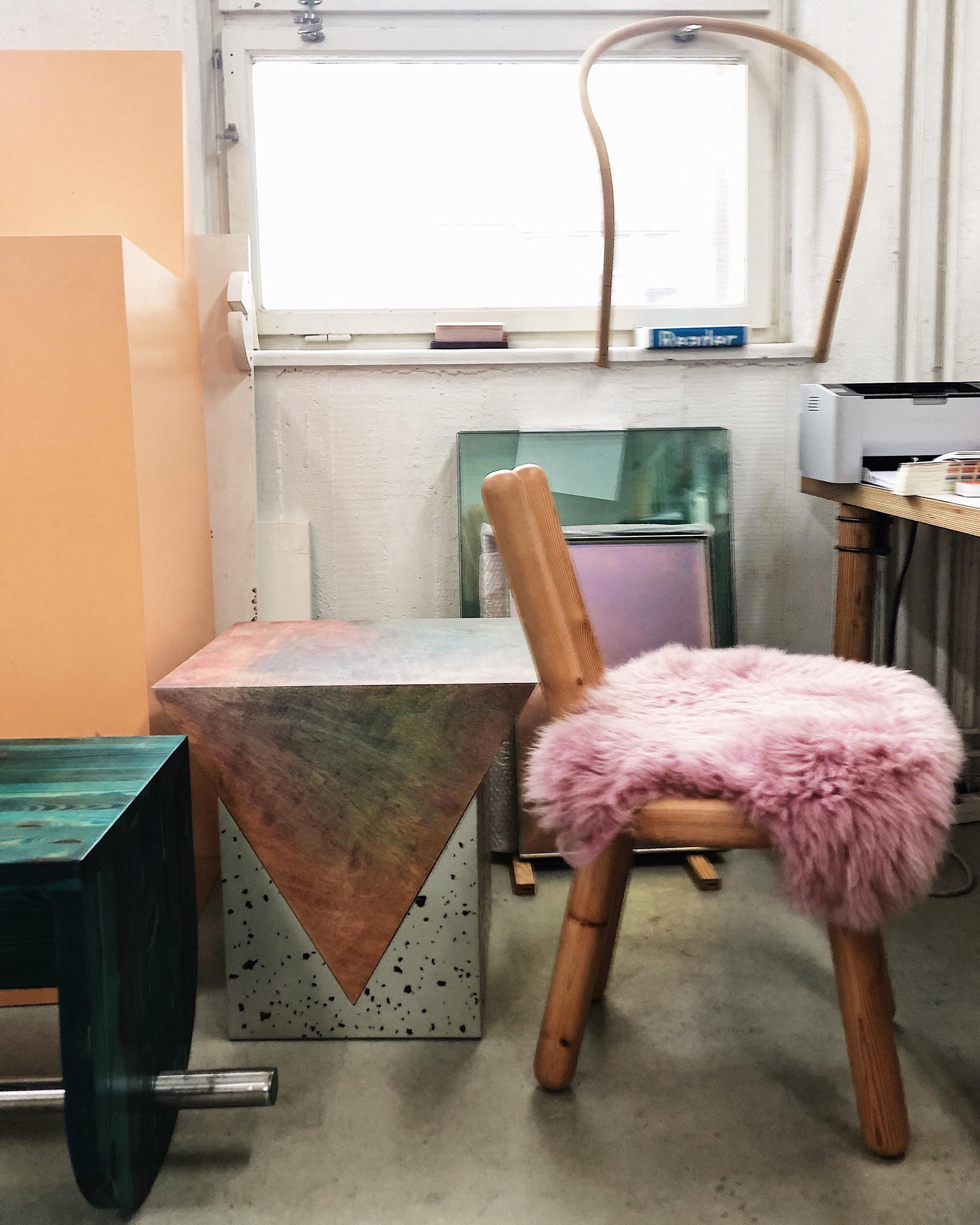Fredrik Paulsen – Möbeldesignern som färgar trä och hittar nya materialet